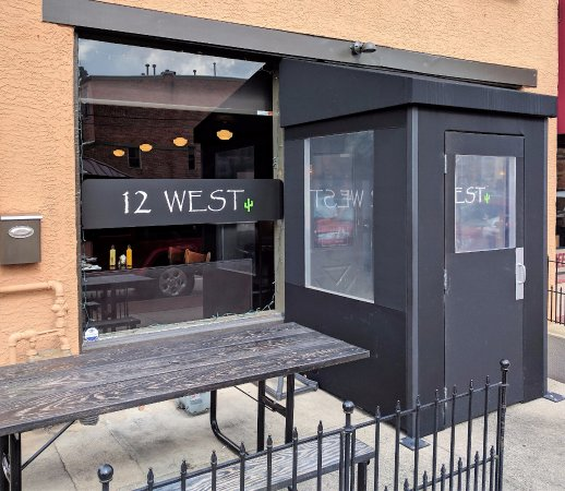 Delaware, OH: Entrance and Outdoor Seating