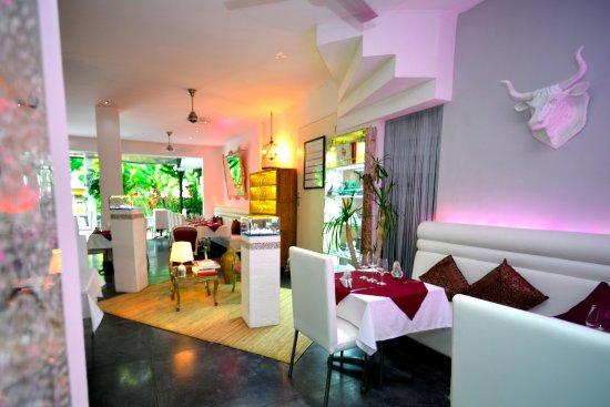Bali Pearl Restaurant: Inside sitting
