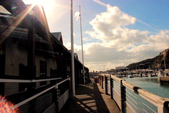 De Bradelei Wharf: Enjoy a walk along the seafront