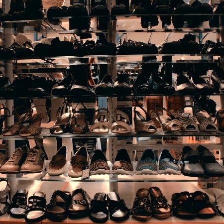 De Bradelei Wharf: Pavers shoes