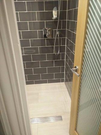 Corus Hotel Hyde Park London: bathroom
