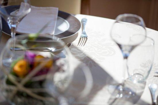 Auberge de la Terrasse Restaurant: Un repas de famille .....Demandez notre salon privée pour plus de 12 personnes .
