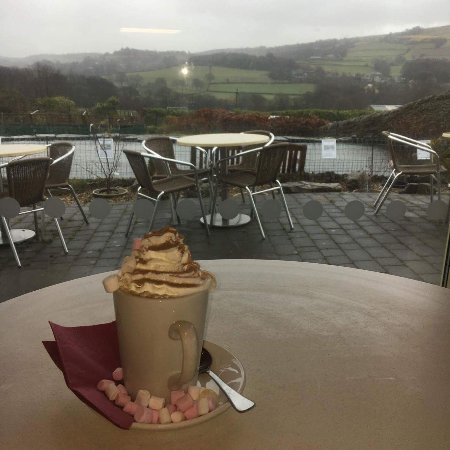 Holmfirth, UK: Luxury hot chocolate with a view