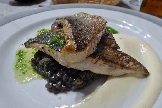 Sa Societat de Ca Na Fornera: Lubina auf Sepiareis- frischer Seebarsch