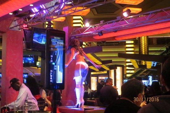 Paris Las Vegas: baile en el planet holywood, sobre una mesa de ruleta
