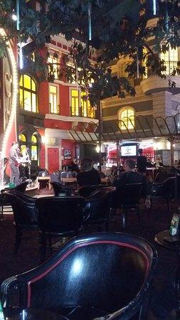 Paris Las Vegas: un show en uno de los bares del hotel