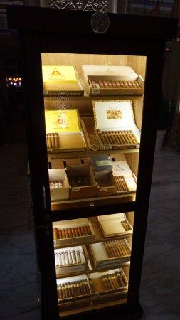 Asia de Cuba: Great selection of cigars