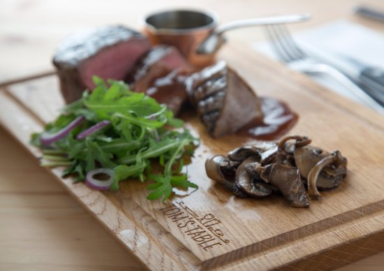 Tom's Table Restaurant: Chargrilled Fillet Steak Wild Mushrooms Rocket Red Onion Port Wine Reduction