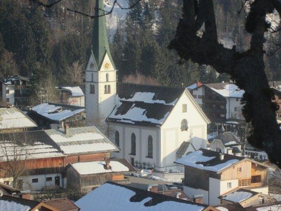 Hotel Kaiser in Tirol: The lovely local church