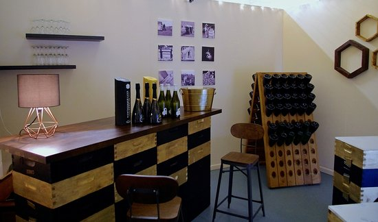 Haltwhistle, UK: Tasting room, Northumberland Honey Co, Sparkling mead
