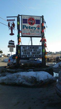 Rye, NH: Roadside sign for Petey's Seafood Restaurant