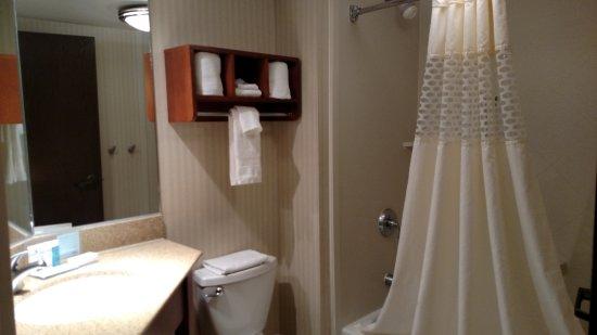 Hampton Inn Princeton: King room 526