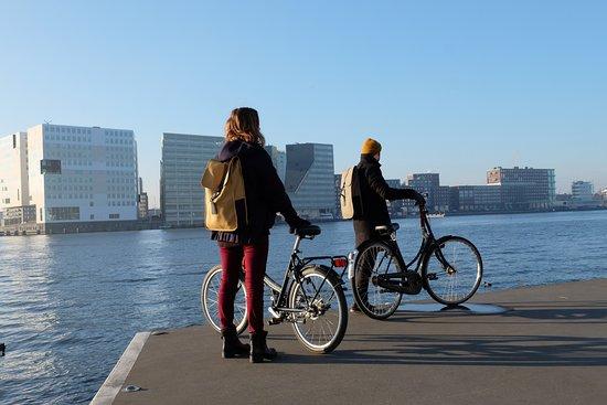 Amsterdam Black-Bikes: waterside