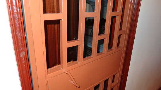 Upperhill Blueberry Hotel: the fence at the door of the room
