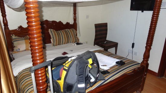 Upperhill Blueberry Hotel: a room so tiny!