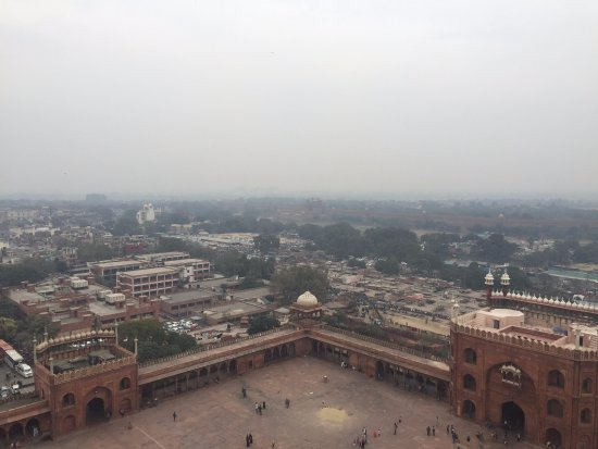 GointheCity: Taken from one of the Minarets of jama masjid with the Red Fort visible in the background