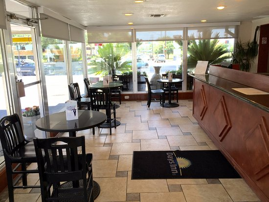 Days Inn by Wyndham Austin/University/Downtown: Lobby Area