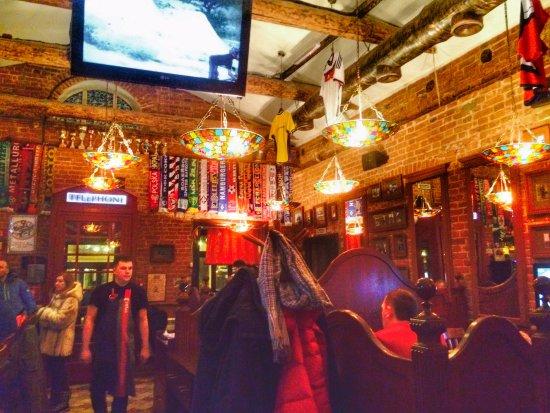 The Pub 102: зал