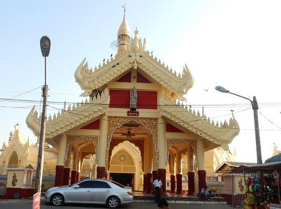Maha Wizaya Pagoda: Northern Gate