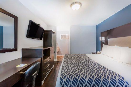 Days Inn by Wyndham Austin/University/Downtown: Deluxe King