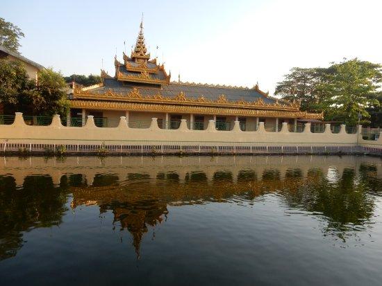 Maha Wizaya Pagoda: Southern Lake