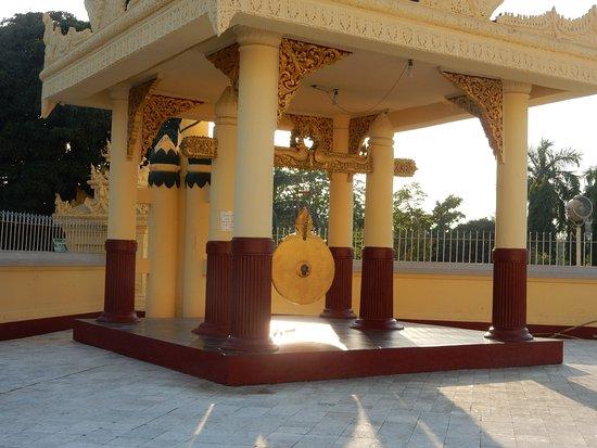 Maha Wizaya Pagoda: SW Gong
