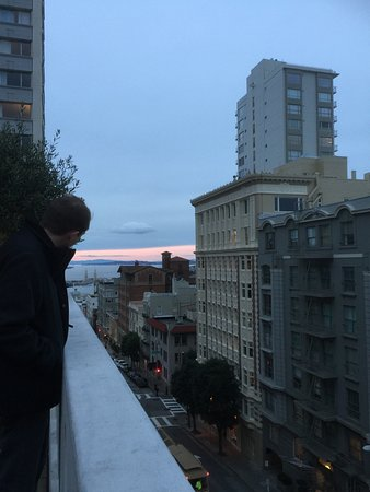 Fairmont San Francisco: Exploring the rooftop garden. Views of street from the roof top garden. Panoramic views from a k