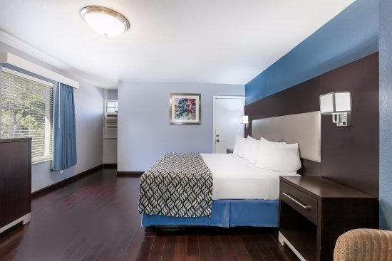 Days Inn by Wyndham Austin/University/Downtown: Deluxe King