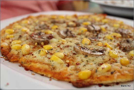 The Ugly Duckling: mushroom and corn pizza