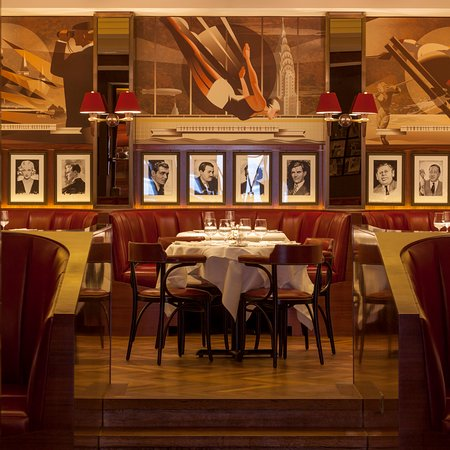 The Colony Grill Room: The Colony features murals of classic American 1920s sporting venues by US artist John Mattos