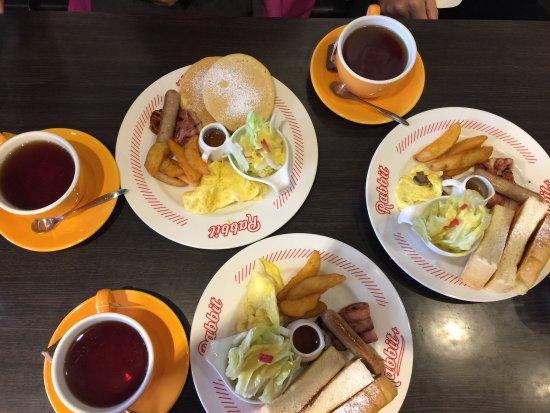 Xinyi Hotel: Breakfast at Rabbit Rabbit next door