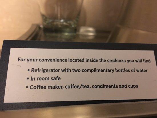 Hilton Columbus at Easton: Helpful hints card in room.