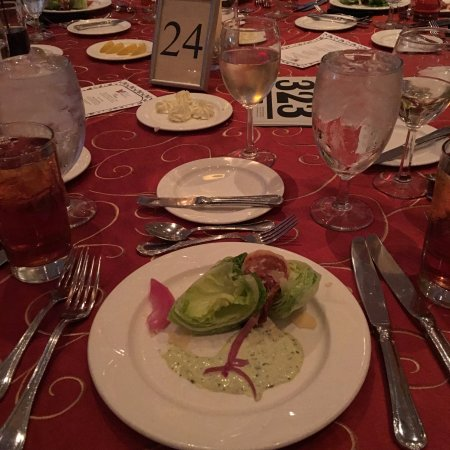 Hilton Columbus at Easton: Wedge Salad... with dressing on side?