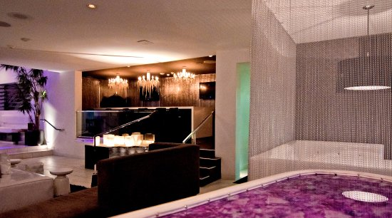 Serene Vegas: Lobby