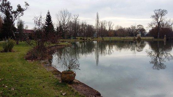 Gratens, Frankrijk: Petit lac devant le moulin