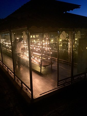 Temple of the Sacred Tooth Relic: Candles