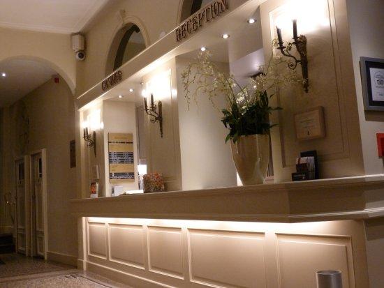 Hotel Navarra Brugge: Accueil spacieux