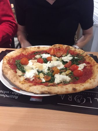 Allora Ristorante Pizzeria: Pizza, i makaron z krewetkami