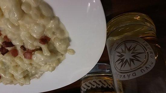 Krcma na Zelenej: Gnocchetti tipici locali con formaggio di capra e pancetta croccante