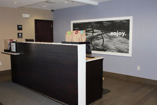 Hampton Inn Elizabethtown: Front Desk