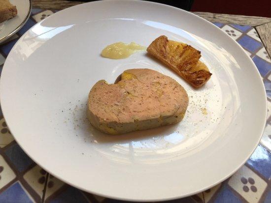 Les Enfants Rouges: Terrine de foie gras de canard, ananas rôti et purée de citron jaune.