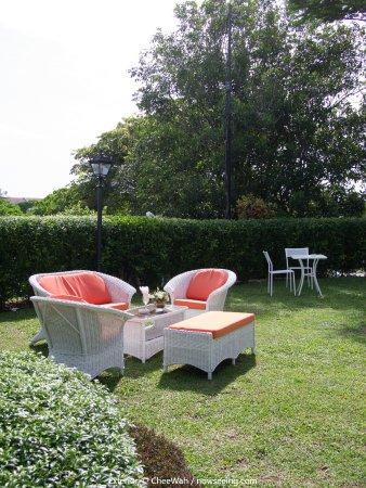 Botanica Mansion: Outdoor Seating