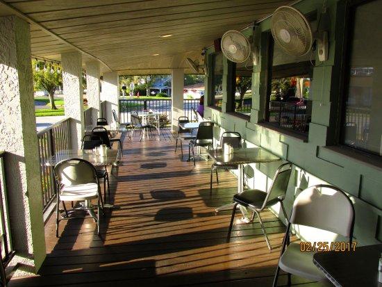 Dimitri's Family Restaurant: PATio Bar