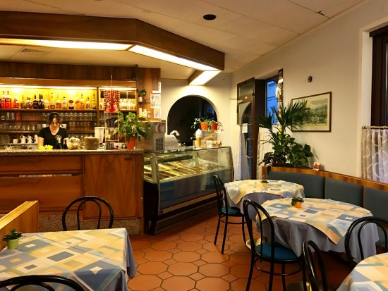 Pizzeria e Gelateria Primavera : Vista lato gelateria