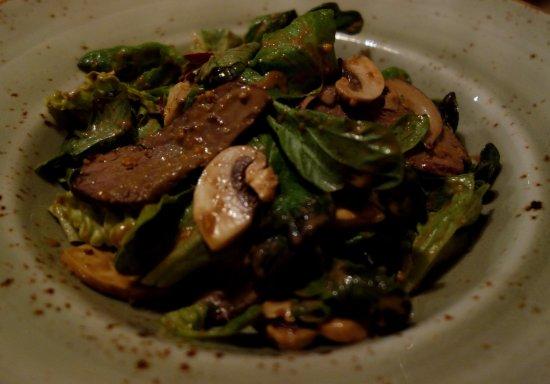 Two Greeks: Салат с ростбифом