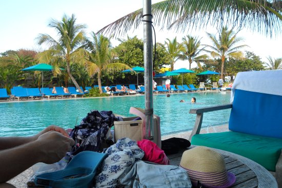 Colony Hotel and Cabana Club : Poolside at the beach club. large pool never crowded and heated. Plenty of chairs and loungers