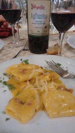 Ristorante Popilia: paccheri con pomodorini gialli....un po' troppo dolce per i miei gusti ma ottimi.....