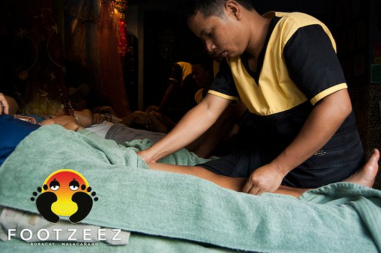 Footzee'z Spa of Boracay: A customer getting a signature foot massage.