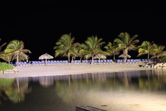 Holiday Inn Resort Montego Bay: Island at night