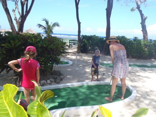 Holiday Inn Resort Montego Bay: Mini-golf by the beach